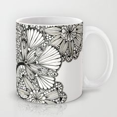 mug art Hold on tight as we bring you Easy and Beautiful Pottery Painting Ideas for Beginners that you can do without any assistance! China Painting, Ceramic Painting, Ceramic Art, Painted Mugs, Painted Rocks, Crackpot Café, Alisa Burke, Pottery Painting Designs, Sharpie Art