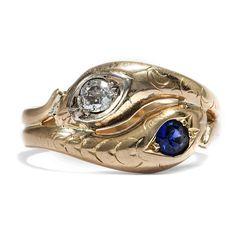 Eingeschworene Gemeinschaft - Antiker Schlangenring aus Gold mit Altschliff Diamant & Saphir, um 1900 von Hofer Antikschmuck aus Berlin // #hoferantikschmuck #antik #schmuck #antique #jewellery #jewelry