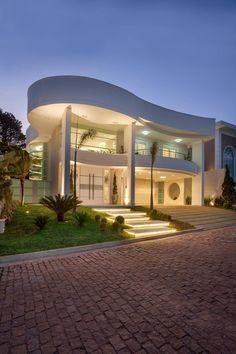 Casas de estilo moderno por Arquiteto Aquiles Nícolas Kílaris #casasmodernasfachadasde #casasminimalistasdecampo
