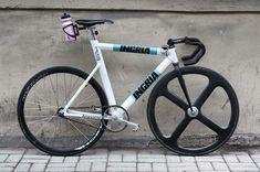 ingria / beast of a bike Track Cycling, Motorized Bicycle, Fixed Gear Bike, Bike Seat, Bicycle Design, Mountain Biking, Cars And Motorcycles, Gears, Street