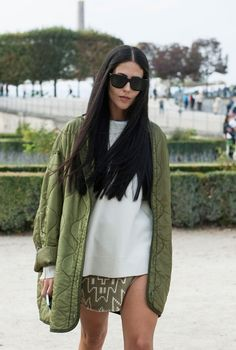 Oversize military green jacket + white tee edgy casual street style