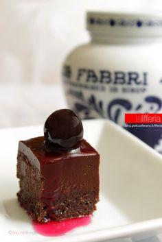 Delizie alle amarene e cioccolato fondente