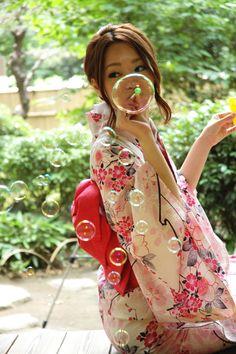Japanese girl in a Sakura Yukata blowing bubbles. Japanese Beauty, Asian Beauty, Yukata Kimono, Summer Kimono, Maneki Neko, Japanese Outfits, Japanese Kimono, Japanese Girl, Japan Fashion