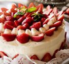 Strawberry Frosting, Strawberry Cake Recipes, Food Cakes, Mini Pavlova, Torte Recepti, Freeze Dried Strawberries, Pink Foods, Caking It Up, Dessert Recipes