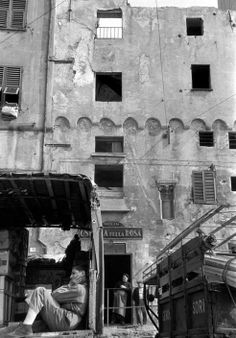 Genoa, Italy 1953 by Henri Cartier-Bresson Henri Cartier Bresson, Magnum Photos, Candid Photography, Street Photography, Oscar Wilde, Dream Pictures, Vintage Italy, French Photographers, Photojournalism