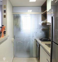 porta de vidro para separar a cozinha da lavanderia