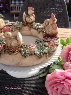 Shabby Blütenkranz mit Hühnern von Landhausstube  auf DaWanda.com