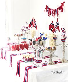 Visit the post for more. Constitution Day, May 17, Public Holidays, A Little Party, Red White Blue, Norway, Celebrations, Table Settings, Dessert