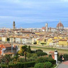 Uma das mais lindas vistas de Firenze é do #piazzalemichelangelo #travelitaly#buonadomenica#bomdiabrasil #florença #adayinflorence #trip  #visitflorence #grazieateblog