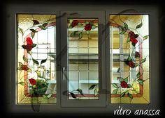 Τζάμια βιτρό τοποθετημένα σε παράθυρα αλουμινίου. Κατάλληλο για σαλόνι China Cabinet, Storage, Room, Furniture, Home Decor, Purse Storage, Bedroom, Decoration Home, Chinese Cabinet