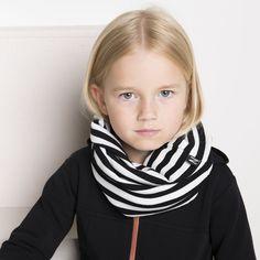 BAND ribbituubihuivi, vanilja - musta | NOSH verkkokauppa | Tutustu nyt lasten syksyn 2017 mallistoon ja sen uuteen PUPU vaatteisiin. Ihastu myös tuttuihin printteihin uusissa lämpimissä sävyissä. Tilaa omat tuotteesi NOSH vaatekutsuilla, edustajalta tai verkosta >> nosh.fi (This collection is available only in Finland)