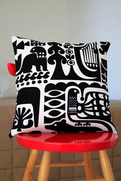 Marimekko Sanna Annukka pillow cover by lanuitduhusky Marimekko, Scandi Style, Scandinavian Design, Textiles, Custom Pillows, Decorative Pillows, Design Textile, Nordic Design, Home Interior