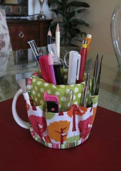 coffee cup caddy - I have one of these.really handy for desk or sewing table- for those ugly christmas mugs you get as gifts but don't want to throw away!Make the best use of your creativity with these brilliant craft projects. They are easy and fun Fabric Crafts, Sewing Crafts, Sewing Projects, Diy Projects, Diy Crafts, Sewing Diy, Knitting Projects, Sewing Patterns Free, Free Sewing