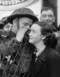 18 WWII photos that make you believe in love again. Buzzfeed