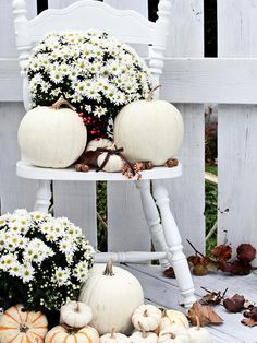 small front porch decorating ideas - white pumpkins in a variety of sizes and a few buckets of white mums will complete this easy DIY fall porch decor project. Decoration Christmas, Thanksgiving Decorations, Halloween Decorations, House Decorations, Autumn Decorating, Porch Decorating, Decorating Ideas, Decor Ideas, Diy Ideas