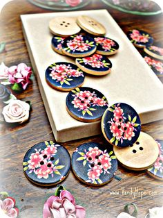 Black painted wooden flower buttons x 5 by VerityHope on Etsy