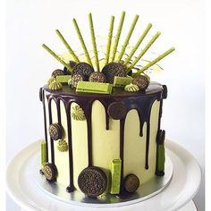 // Matcha Green Tea Oreo Cake Such drool worthy cakes coming from @lottieandbelle #matchabay matchabay.com