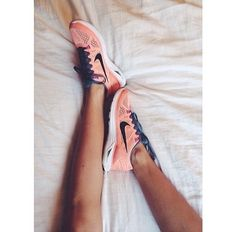 Nike shoes Nike roshe Nike Air Max Nike free run Nike USD. Nike Nike Nike love love love~~~want want want! Nike Free Shoes, Nike Shoes Outlet, Athletic Outfits, Athletic Wear, Cute Shoes, Me Too Shoes, Nike Roses, Nike Free Runs, Nike Running
