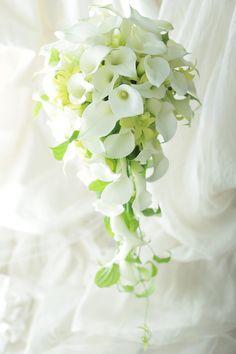 セミキャスケードブーケ ホテルインターコンチネンタル東京ベイ様へ カラーとグリーンのデンファレで : 一会 ウエディングの花