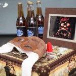 Bebidinhas nas malas antigas e decoração com cenas do filme