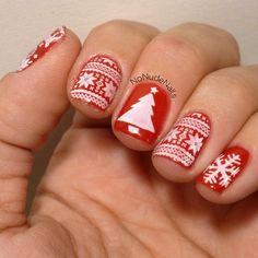 Christmas time is here again, and you know what that means: cute and creative Christmas nails! Reindeers, and snowmen, and elves, oh my!