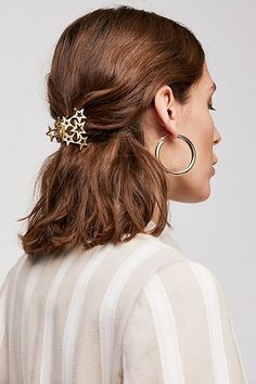 A hair clip that exudes star power and will let you subtly show off your love of constellations. 31 Products That Are Truly Out Of This World Down Curly Hairstyles, Clip Hairstyles, Hairdos, Hairstyle Ideas, Hair Ideas, Hair Styles 2016, Curly Hair Styles, The Astronaut's Wife, Gal Got