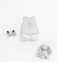 Discover the new ZARA collection online. The latest trends for Woman, Man, Kids and next season's ad campaigns. Toddler Outfits, Baby Boy Outfits, Kids Outfits, Zara Kids, Baby Buns, Fashion Kids, Future Baby, Baby Dress, 12 Months