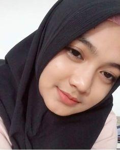 Ootd Hijab, Hijab Chic, Muslim Hijab, Pretty And Cute, Model, Beauty, Instagram, Dan, Script