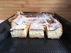 Przepyszny kremowy sernik na herbatnikowym spodzie z dodatkiem mleka w proszku. Delikatny, mięciutki, rozpływa się w ustach. Jest to najlepszy sernik jaki do tej pory piekłam :) Składniki: 1 kg sera wiaderkowego sernikowego200 gram herbatników6 jajek1 opakowanie cukru wanilinowego 1 szklanka cukru ( Easter 2021, Cake Art, Oreo, Camembert Cheese, Cheesecake, Blog, Menu, Gastronomia, Menu Board Design