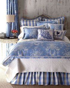 french country look is great for a cottage bedroom Linen Bedroom, White Bedroom, Dream Bedroom, Master Bedroom, French Country Bedrooms, French Country Living Room, Blue Bedding, Bedding Sets, Bedroom Colors
