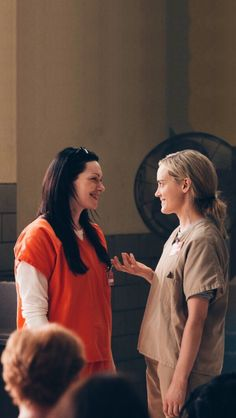 Laura Prepon and Taylor Schilling! Orange Is The New Black, Alex Vause, Serie Orange, Taylor Schilling Laura Prepon, Lgbt, Alex And Piper, Piper Chapman, Film Serie, Best Tv Shows