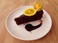 Tarta melosa de chocolate y naranja. Vicio puro, efectivamente http://restaurantebaobab.com/menu-julio-2016.html#2