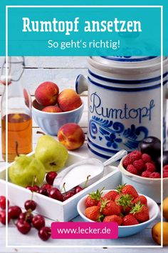 Rumtopf ansetzen – so geht's richtig Now is the perfect time to start a rum pot! We will explain step by step how to do it, which alcohol and fruits you use best! Winter Cocktails, Vodka Cocktails, Healthy Juice Recipes, Healthy Juices, Chinese Food Buffet, Coffee Presentation, White Cranberry Juice, Healthy Starbucks Drinks, Pots