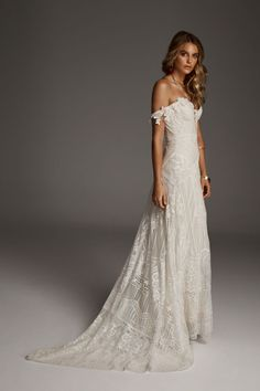 Rue De Seine Fox wedding gown 2019 Rue De Seine Fox off the shoulder lace wedding gown for sale size See link for more photos and to buy on www.sellmywedding The post Rue De Seine Fox wedding gown 2019 appeared first on Lace Diy. Western Wedding Dresses, Bohemian Wedding Dresses, Wedding Dress Styles, Designer Wedding Dresses, Wedding Gowns, Fox Wedding, Bohemian Weddings, Bohemian Bride, Forest Wedding