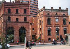 Edificio antigua fábrica de la ceveza Bavaria, En el Parque Central Bavaria. Bogotá, Colombia