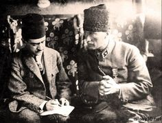 Gazi Mustafa Kemal giving his orders before the Great Attack against Greeks, 1922 Republic Of Turkey, The Republic, Royal Monarchy, Turkish Army, The Legend Of Heroes, The Turk, Great Leaders, Ulsan, Historical Pictures
