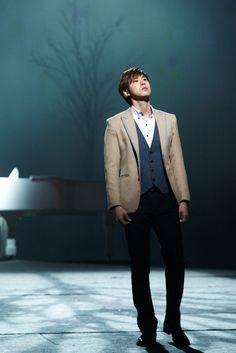 #yunho's musical. he looks like a prince <3