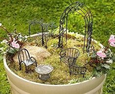 45 Outstanding Diy Fairy Garden Furniture Design Ideas - Fairy gardens are a variation of the miniature gardens which have been creating quite a buzz for a couple of years now. Fairy gardens seem to look bes. Garden Furniture Design, Fairy Garden Furniture, Miniature Plants, Miniature Fairy Gardens, Fairy Houses Kids, Rock Plants, Ideas Dormitorios, Large Flower Pots, Stone Plant