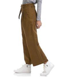 Μονόχρωμες ζιπ κιλότ  14 Υπέροχες ζιπ κιλότ για να ξεχωρίσεις το καλοκαίρι! | ediva.gr Women's Trousers, Khaki Pants, Fashion, Moda, Khakis, Fashion Styles, Fashion Illustrations, Trousers