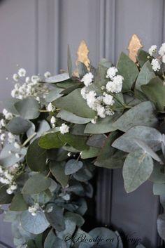 Krans eucalyptus met gipskruid  35 cm