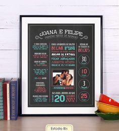 Poster para comemorar aniversário de namoro todo personalizado com dados que marcaram o ano do Casal. Separe a melhor foto, responda nosso [será enviado por email] e receba o poster em casa.Para um envio mais rápido e econômico, NÃO ACOMPANHA MOLD...