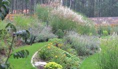 Ogród przydomowy projektu autorstwa: PracowniaOkaz
