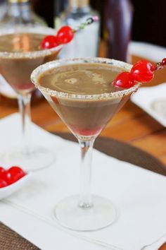 Chocolate Covered Cherry Martinis - cherry cordial, in cocktail form! www.thekitchenismyplayground.com  #cocktail #chocolate