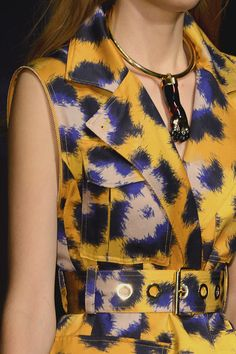 La griffe de tigre de Kenzo http://www.vogue.fr/joaillerie/tendance-des-podiums/diaporama/les-tendances-bijoux-de-la-fashion-week-printemps-ete-2013/10154/image/635185#la-griffe-de-tigre-de-kenzo