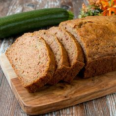 This easy zucchini bread recipe is moist, flavorful and perfect just like the way mom used to make it. You can also easily customize it to suit your taste by adding your favorite mix-ins. Zuchinni Bread, Easy Zucchini Bread, Quick Bread, Easy Apple Crumble, Apple Crisp Easy, Blueberry Streusel Muffins, Gourmet Bakery, Queso Cheddar, Bread Baking