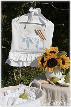 What a shabby chic wash day blues! Soooo beautiful!!!! but what makes the day, are the fabulous sunflowers!!!!!!!!!