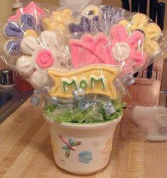 Mother's Day Cookie Bouquet love this idea for a cookie flower pot!