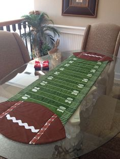No footballs table runner Table Runner And Placemats, Table Runner Pattern, Quilted Table Runners, Football Quilt, Football Decor, Steelers Football, Football Stuff, Football Field, Pittsburgh Steelers