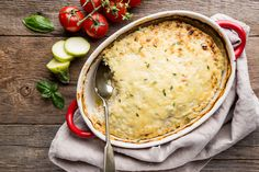 Csirkés rakott cukkini dupla adag nyúlós sajttal: laktató, mégsem nehéz - Recept | Femina Hummus, Ethnic Recipes, Food, Essen, Meals, Yemek, Eten