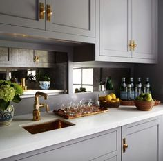 Kitchen Remodeling Trends Mirror Backsplash Ideas That Aren't From the or Kitchen Inspirations, New Kitchen, Kitchen Mirror, Kitchen, Mirror Backsplash Kitchen, Kitchen Design, Kitchen Trends, Cool Kitchens, Kitchen Remodel